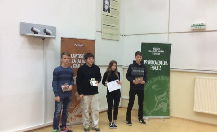 úsoešné družstvo juniorov pri preberaní ocenenia